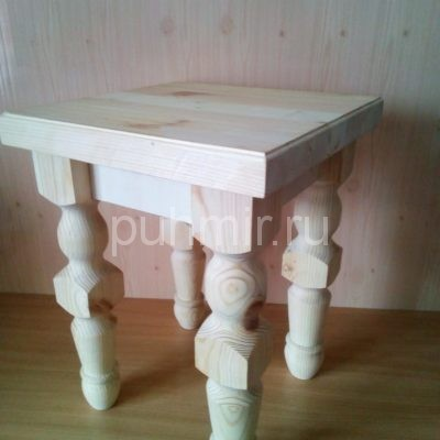 Табуретка деревянная с резными ножками